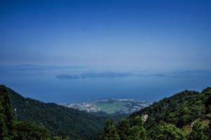 a7IIとSEL1635Zで撮影した北比良峠から近江舞子を撮影した写真
