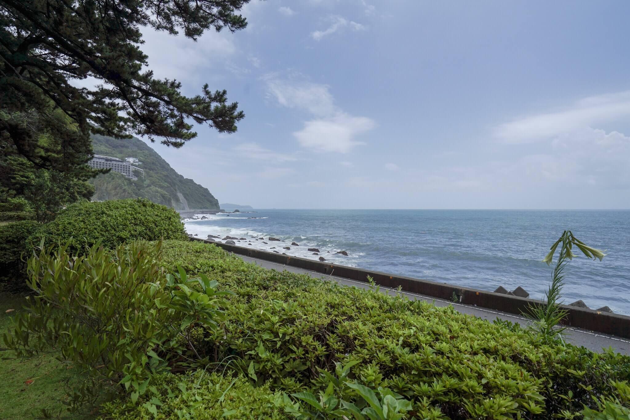 a7IIとSEL1635zで撮影したヴィラデルソル 前の海岸線の写真です。