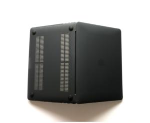 LENTIONのハードケースをMacBook Pro13インチに装着。