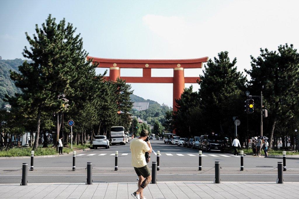 富士フィルム(FUJIFILM)のXT-30で撮影した平安神宮の参道の写真