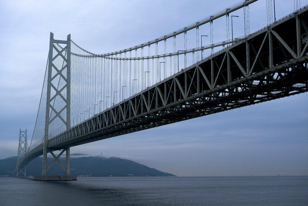 富士フィルム(FUJIFILM)のXT-30で撮影した明石海峡大橋の写真