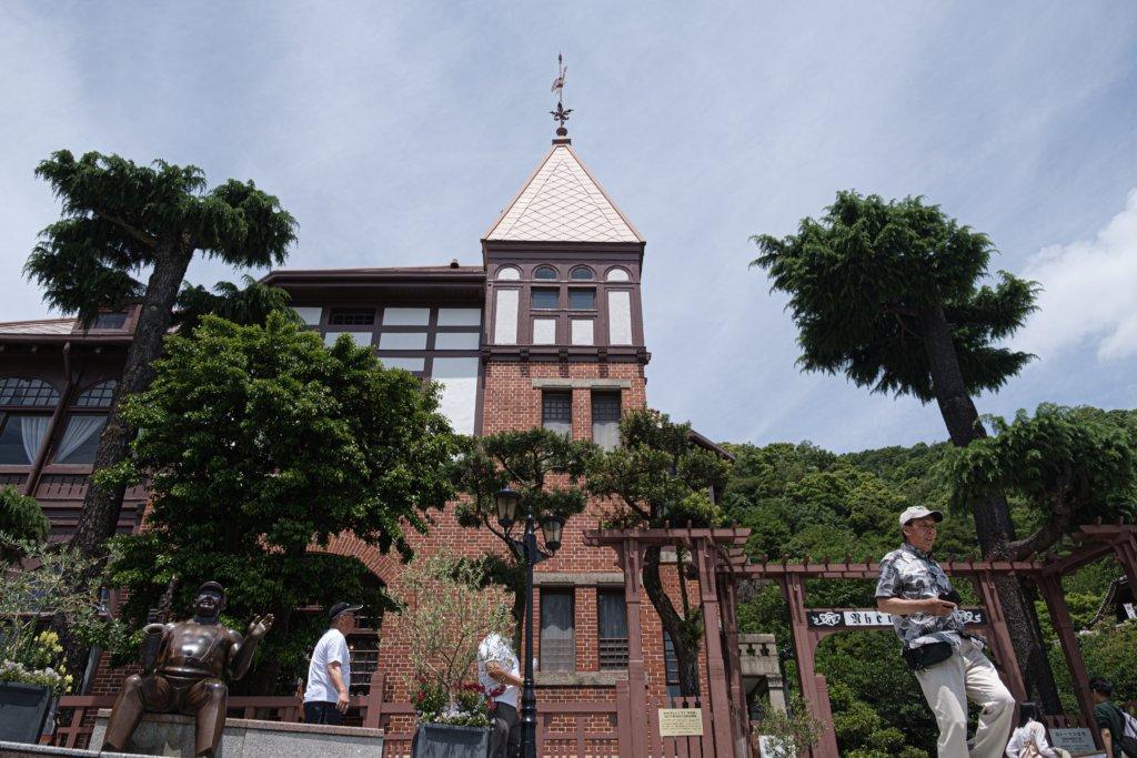 富士フィルム(FUJIFILM)のXT-30で撮影した神戸北野坂の風見鶏の館の写真