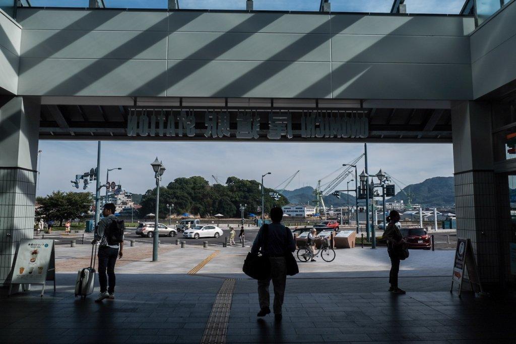 富士フィルム(FUJIFILM)のXT-30で撮影したJR尾道駅の写真