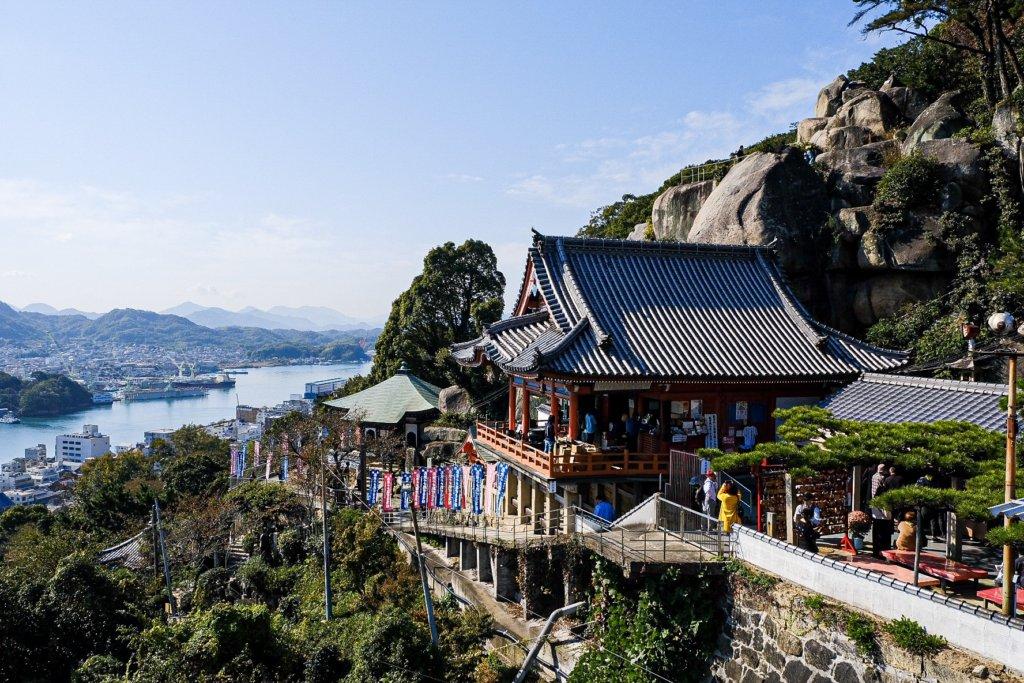 広島県尾道市にある千光寺をロープウェイから撮った写真