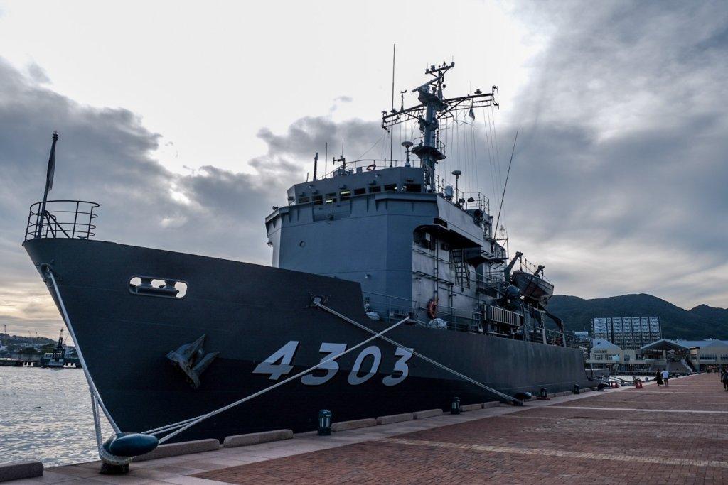 富士フィルム(FUJIFILM)のXT-30で撮影した佐世保の軍艦の写真