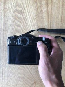 INPONのサムレストをFUJIFILMのX-T30に装着。AE-Lのボタンにも干渉しない