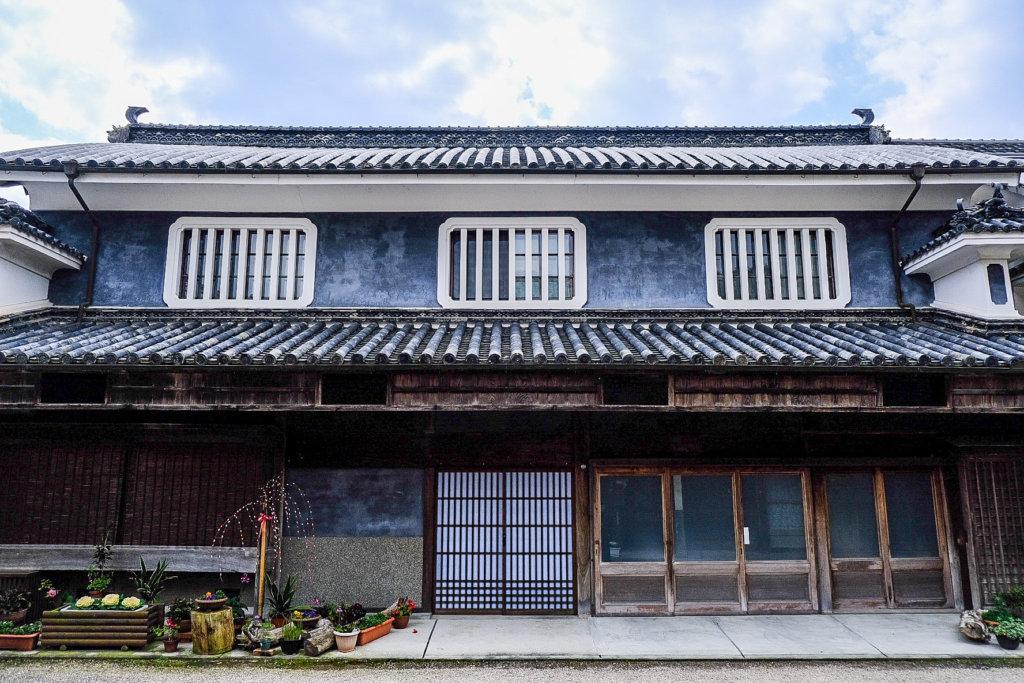 徳島県美馬市脇町大字脇町の「うだつの街並み」の中にある立派な家