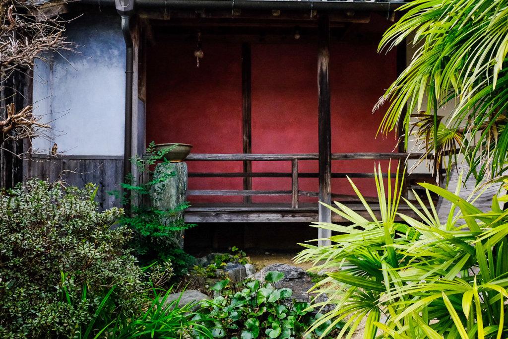 徳島県美馬市脇町大字脇町の「うだつの街並み」の中にある家屋