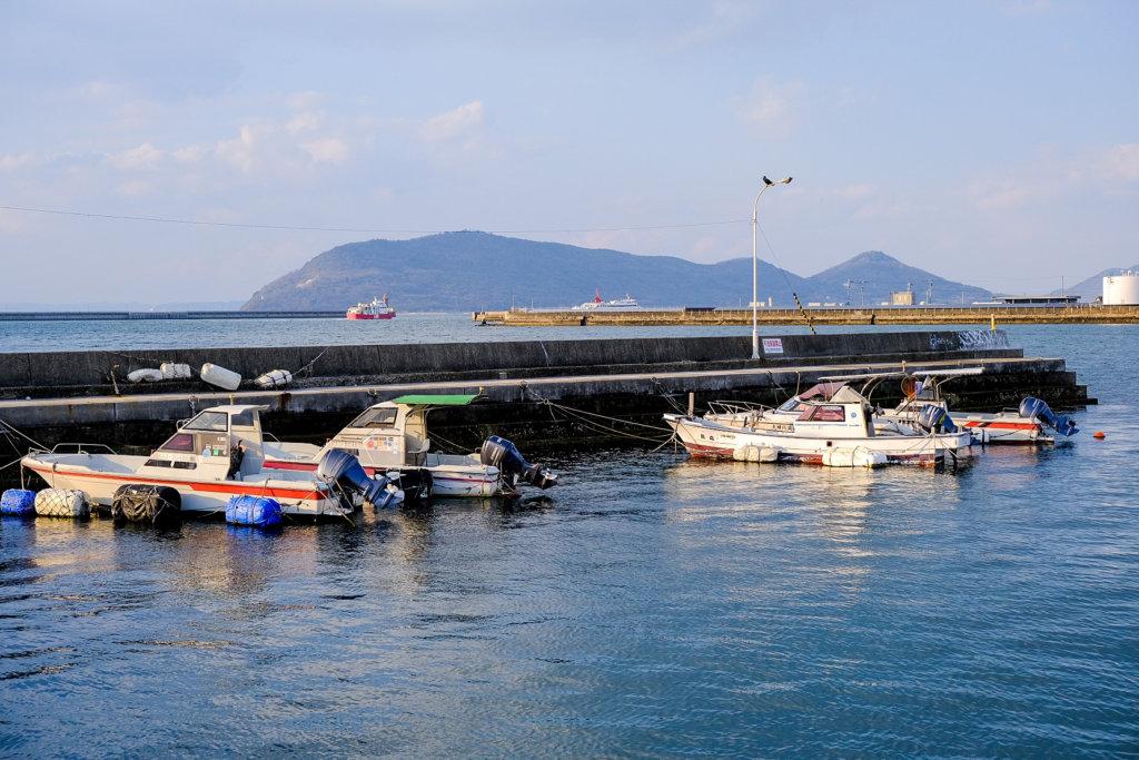 高松港。北浜alleyから見える小さな港。