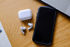 AirPods Pro(エアーポッズプロ)とiPhone8plusの写真