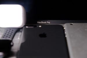 iPhoneとiPadminiとAppleWatchとMacBookProとAirPodsProの画像