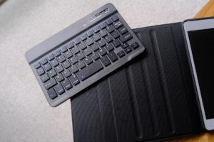 初代iPad miniとDINGRICH 新型iPad mini 5キーボードケースの画像