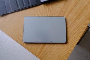 初代iPad miniとDINGRICH 新型iPad mini 5キーボードケースのキーボードの背面は磁石