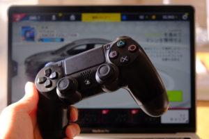 DUALSHOCK®4のCUH-ZCT1JモデルでMacBook Proでゲームをしている画像