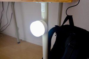 BeszingのLEDランタン充電式は天面部に磁石があり鉄にひっつく。
