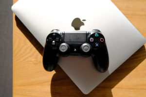 DUALSHOCK®4とMacBook Proの画像