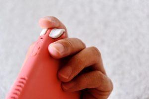 Nintendo Switch Lite コーラルのZLとZRボタンの出っ張り