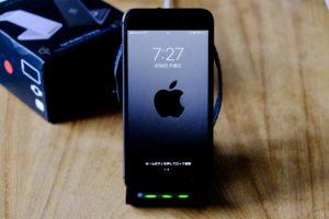 UMEMORYの3in1ワイヤレス充電器は充電すると緑のランプが光り確認できる