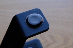 UMEMORYの3in1ワイヤレス充電器でiPhone 8 Plusを充電中