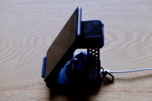 UMEMORYの3in1ワイヤレス充電器にiPhone 8 PlusとApple WatchとAir Pods Proを置いている画像
