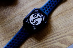 Apple WatchをUMEMORYで充電